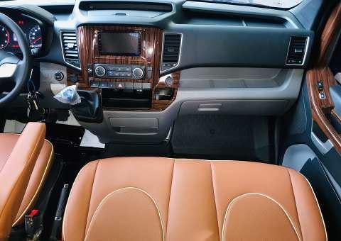 Solati Limousine XS 10 chỗ - khoang lái