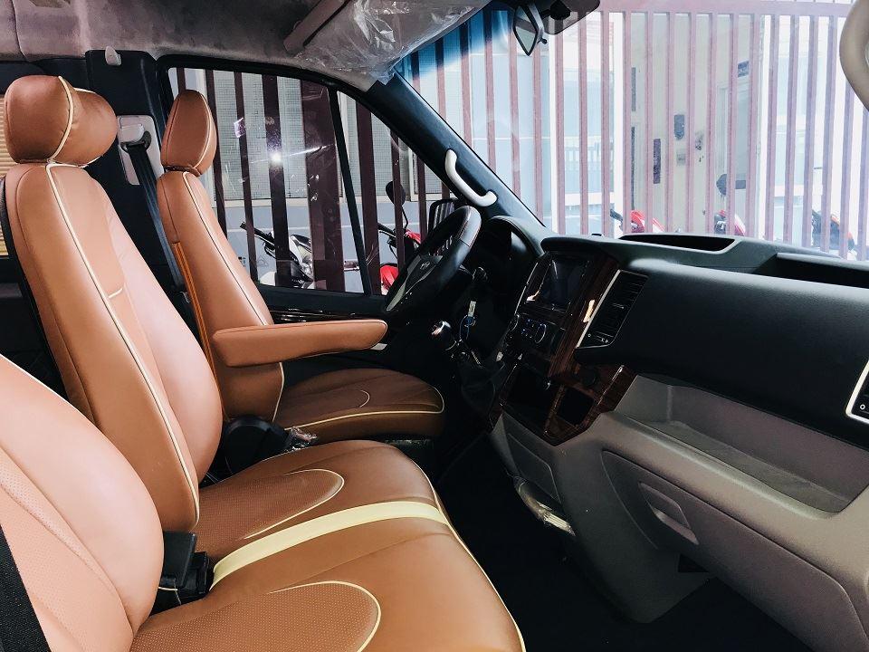 Solati Limousine 10 chỗ XS - khoang lái
