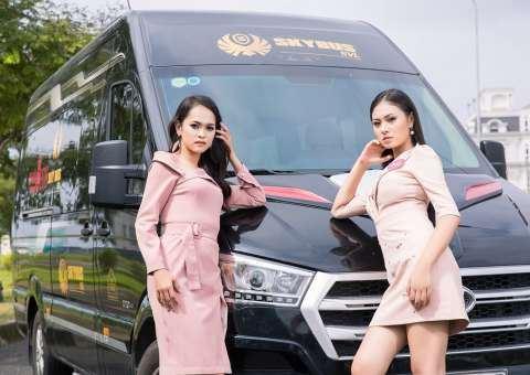 Thí sinh Hoa Hậu Việt Nam 2018  gợi cảm bên SKYBUS Limousine