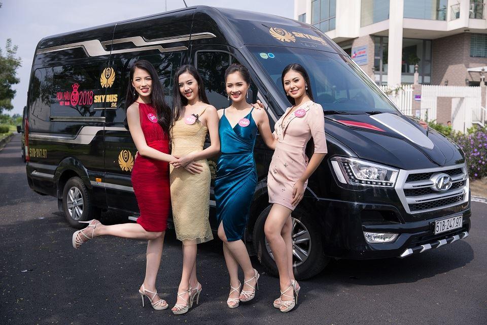 Hoa Hậu Việt Nam 2018 gợi cảm bên xe SKYBUS của DASAN