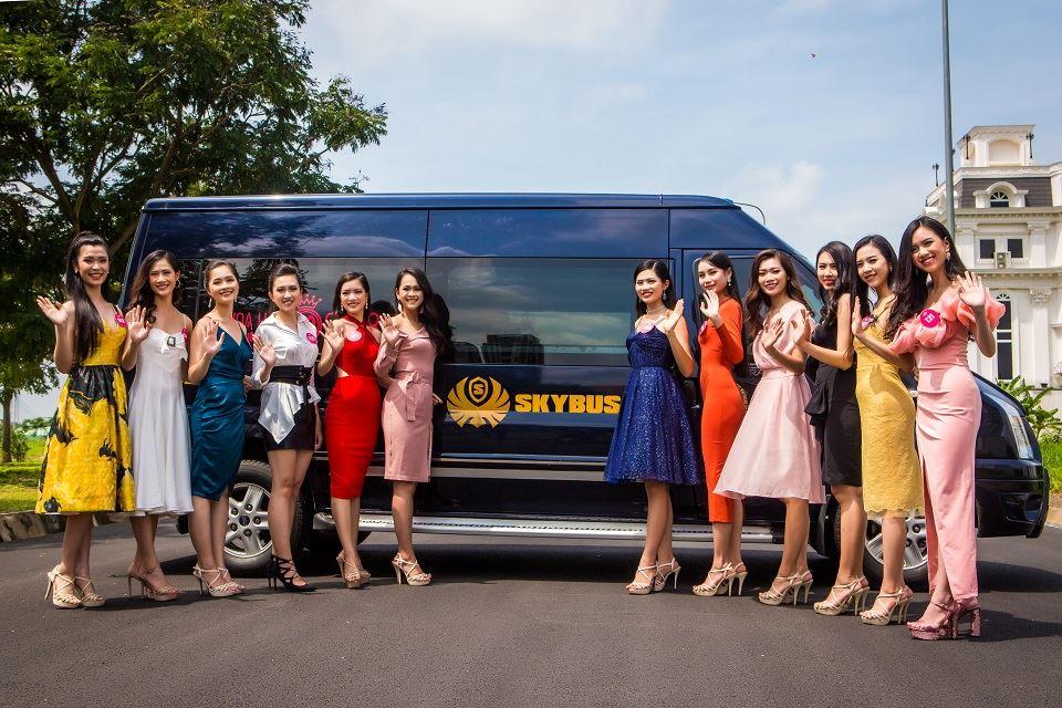 Thí sinh HHVN 2018 bên SKYBUS Limousine