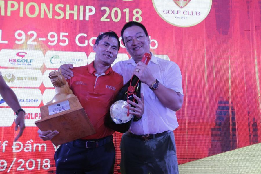 Golfer Nguyễn Văn Mạnh vô địch giải với Cross 78