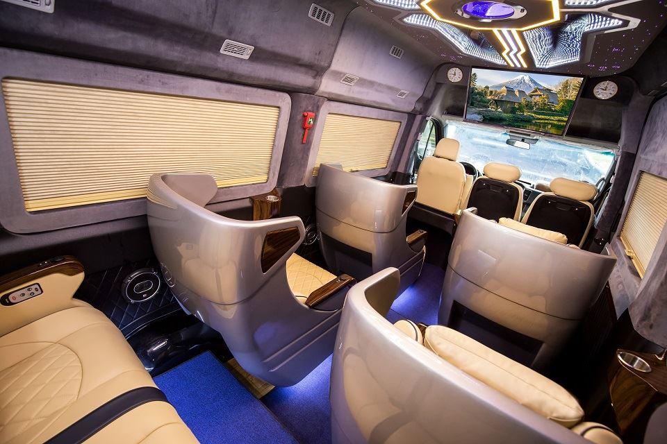 Khuôn thùng ghế trên SKYBUS Solati xle limousine
