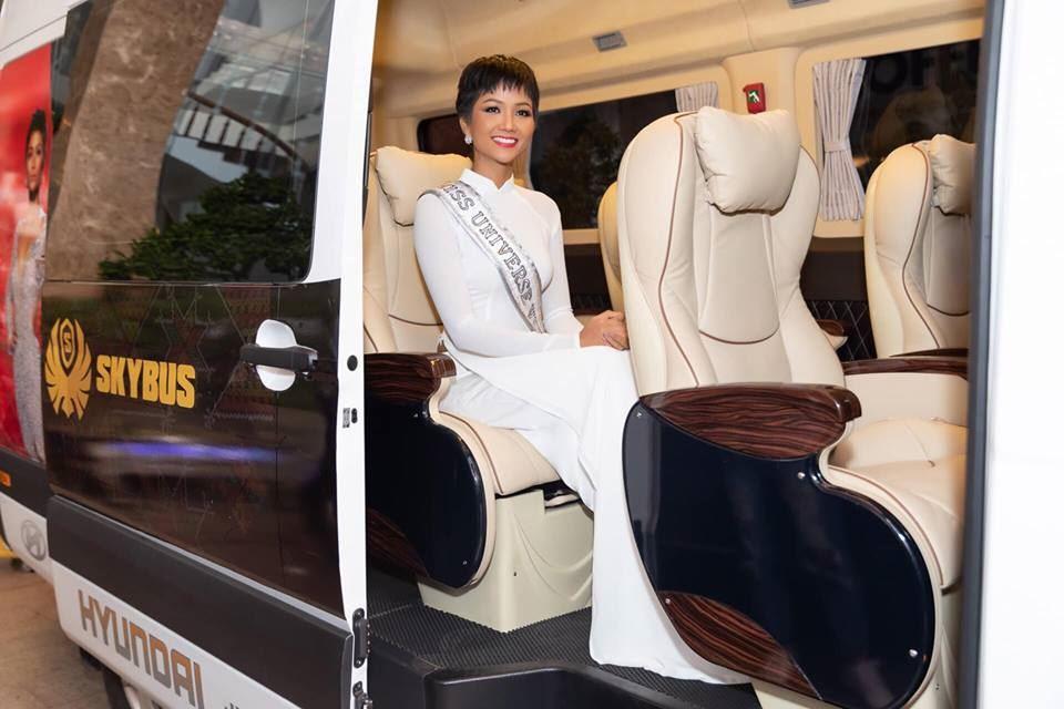 Skybus limousine đồng hành cùng Hoa Hậu H'Hen Niê về thăm quê