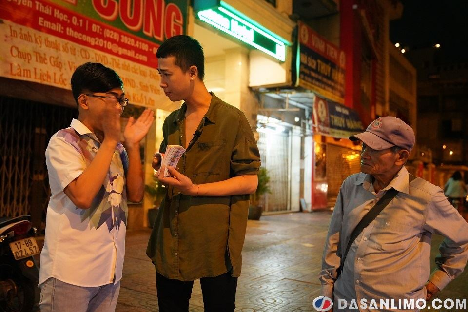 Hải Triều và Minh Dự mua vé số