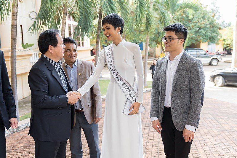 Hoa Hậu H'Hen Niê về thăm Đăk Lăk sau Miss Universe 2018