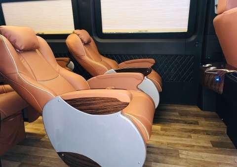 Solati Limousine Xs 10 chỗ thương mại 11