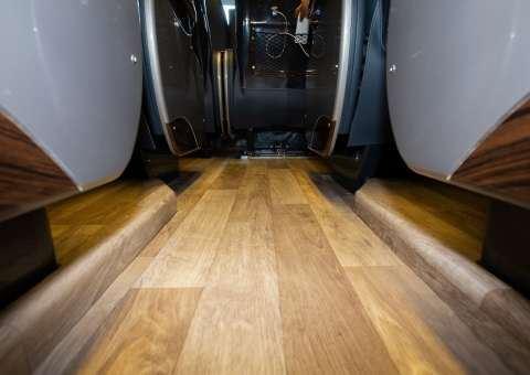 Skybus Solati Pro Limousine - sàn xe 2