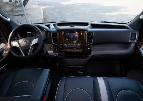 Skybus Solati Pro Limousine - khoang lái