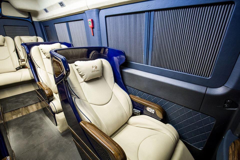 Solati Limousine 10 ghế VIP SKYBUS solati Bold