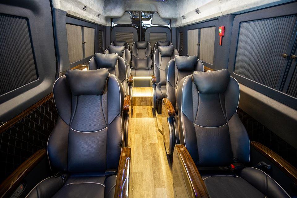 Xe limousine Skybus Solati PRO