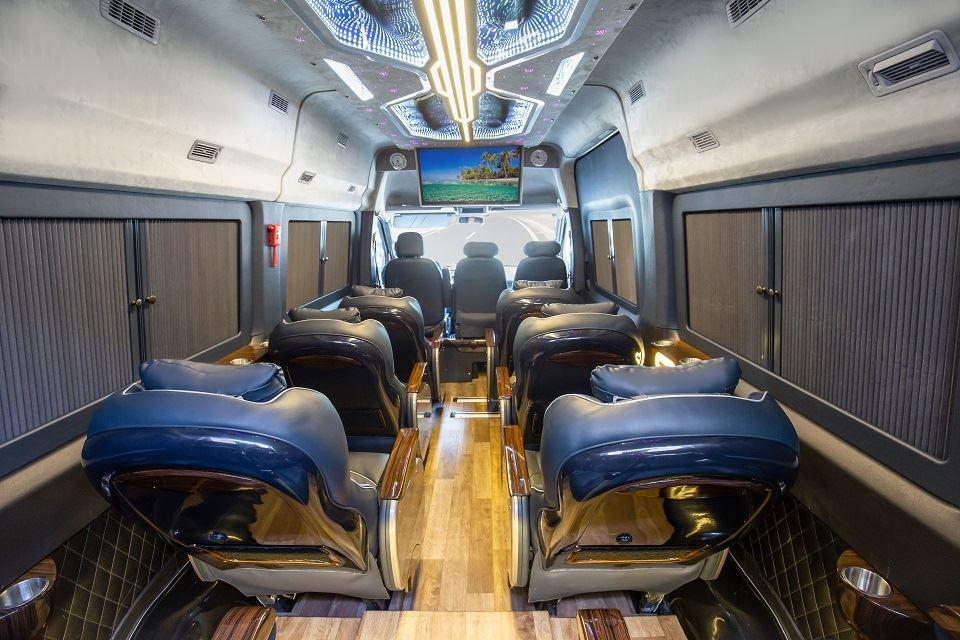 Skybus Solati PRO - limousine 12 chỗ thế hệ mới nhất