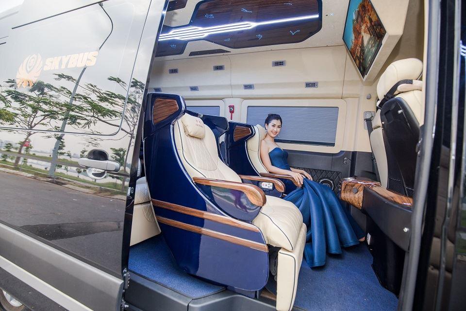 Phạm Ngọc Linh và xe limousine Skybus