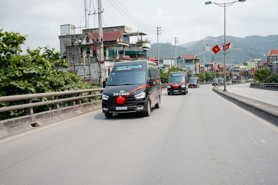 Trung Thanh Limousine xe VIP 5 sao Ha Noi di Quang Ninh