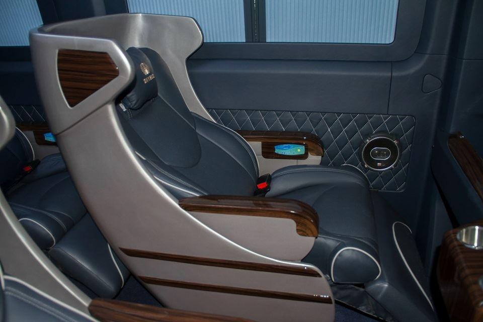 Xe limousine Skybus Solati Bold tuyen Binh Duong Vung Tau