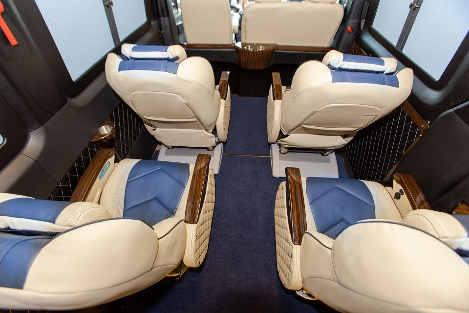 Solati Limousine 10 chỗ - Skybus Solati Special 4