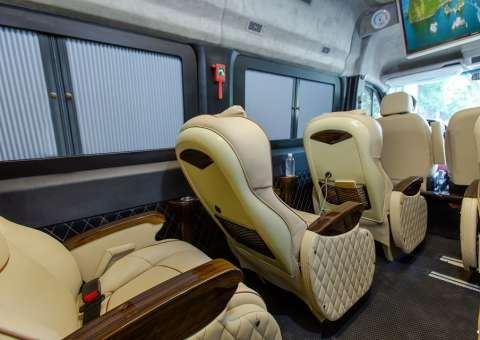 Solati Limousine 11 chỗ - SKYBUS Solati Money 4