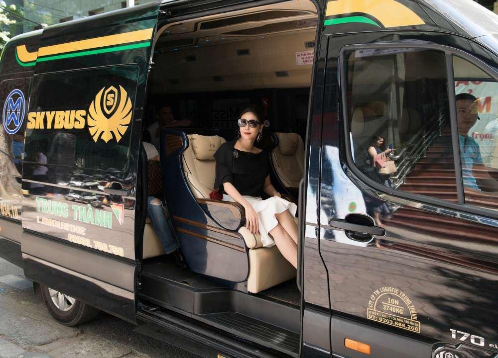 xe limousine Skybus và Hoa Hậu Hà Kiều Anh tại Miss World Vietnam 2019