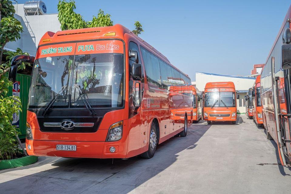 Bàn giao xe Skybus Gold cho nhà xe Phương Trang